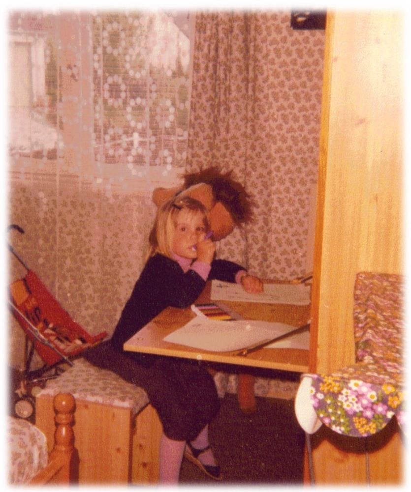 Liberty assorti : rideaux, dessus de lit, dessus de tabouret (1981)