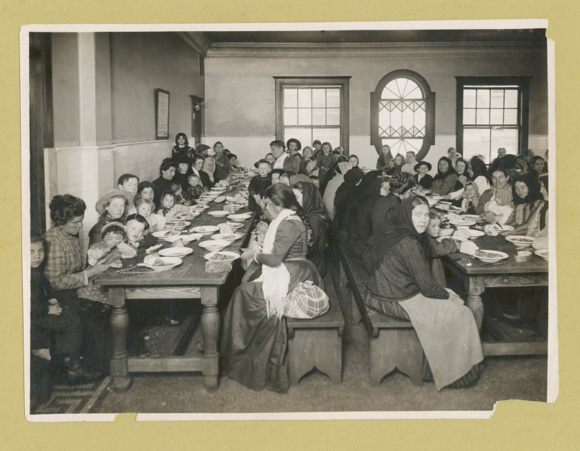immigrants-being-served-a-free-meal-at-ellis-island